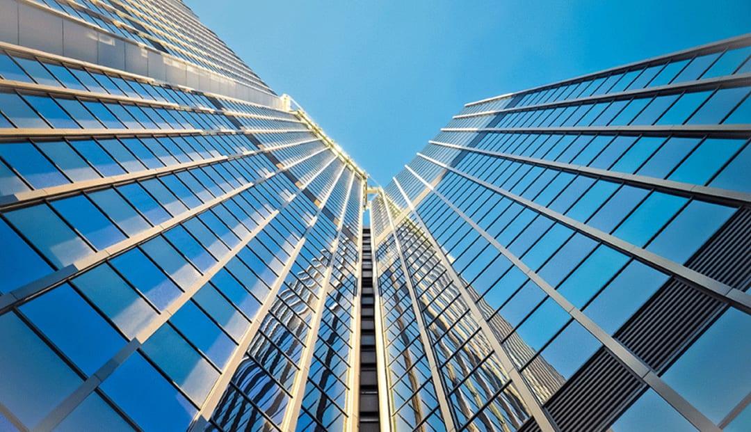 Mặt dựng nhôm kính làm nổi bật vẻ ngoài, tạo một mặt tiền sang trọng cho công trình