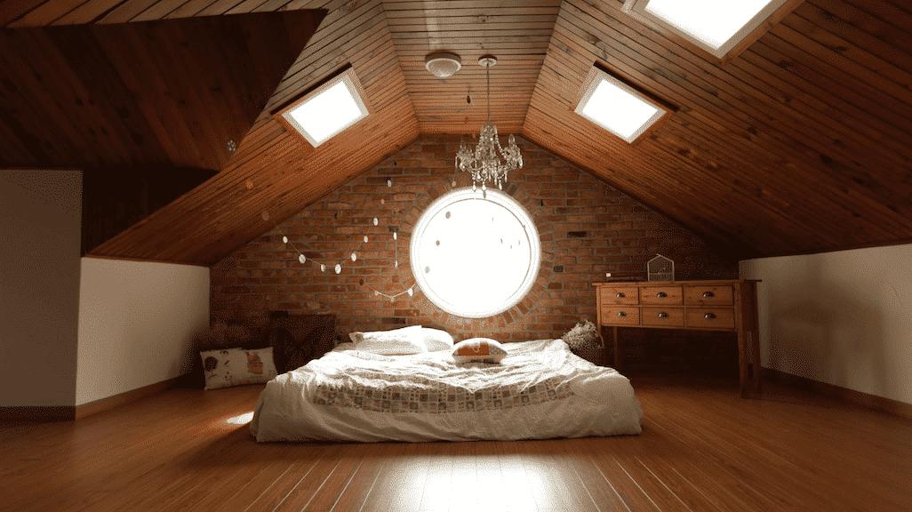 Cửa sổ làm từ nhôm kính, đón ánh sáng cho căn phòng