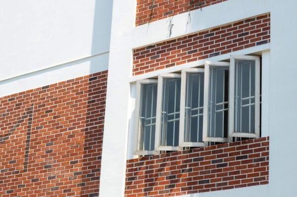 Cửa sổ mở quay 90 độ nhôm Hondalex Long Vân