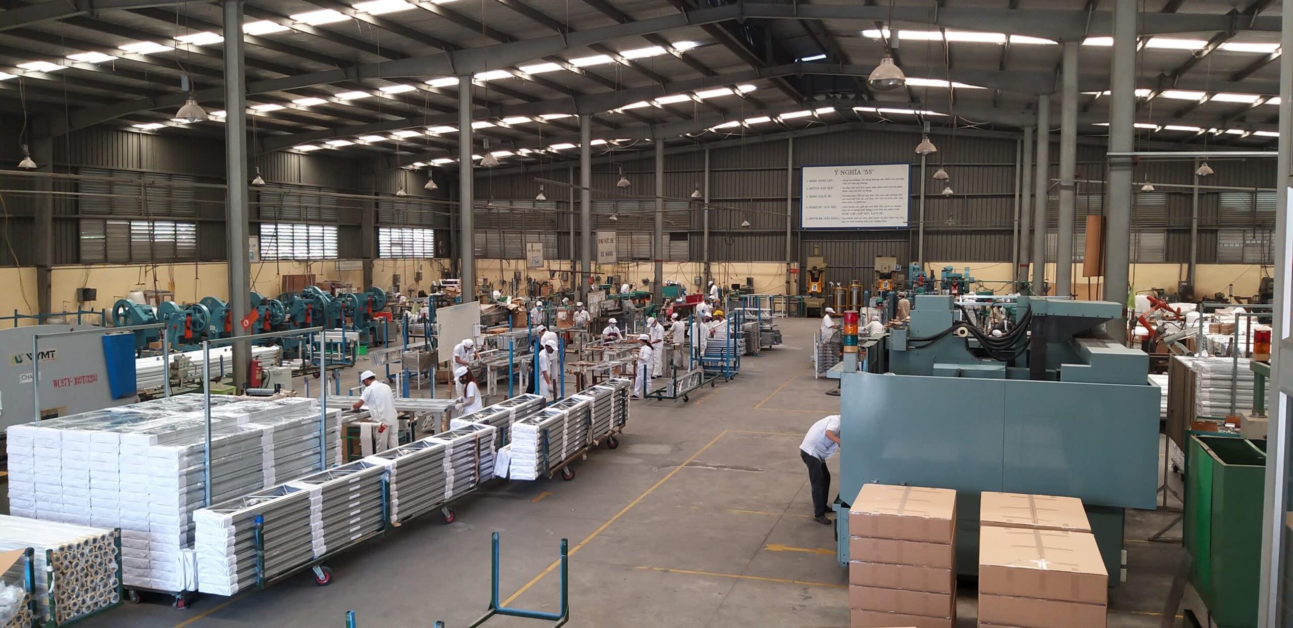 Xưởng gia công cửa tại nhà máy Loval