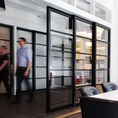 Cửa nhôm kính được sử dụng cho văn phòng làm việc