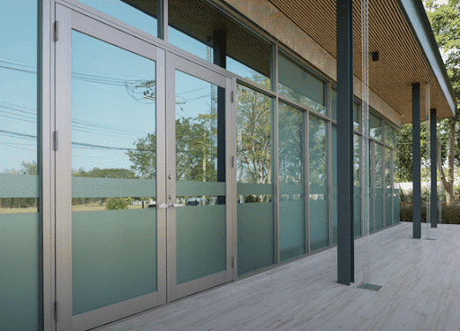Cửa nhôm kính tạo nên sự hoàn thiện cho kết cấu công trình