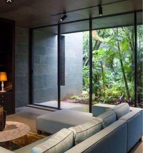 Cửa nhôm kính vừa tạo nên không gian riêng, vừa đưa thiên nhiên vào nhà