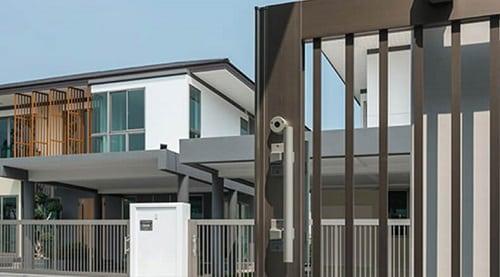 Cửa nhôm và hàng rào nhôm cho nhà phố mang phong cách hiện đại