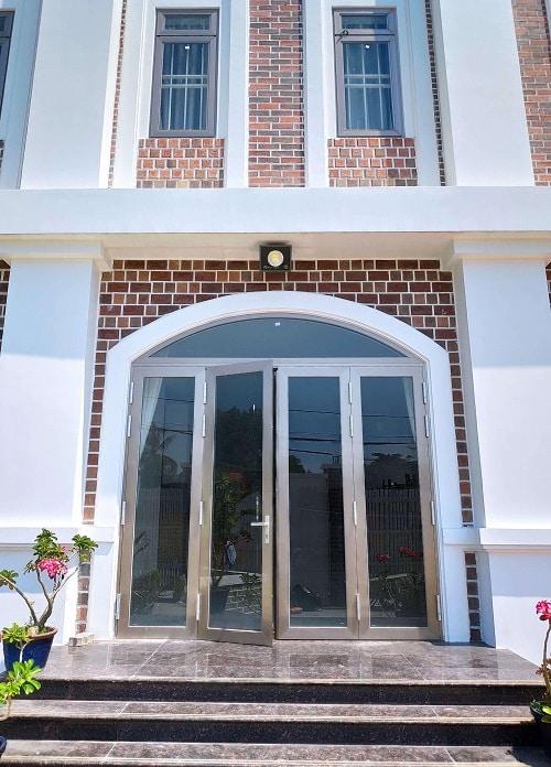 Cửa đi được sử dụng trong nhiều kiểu kiến trúc khác nhau