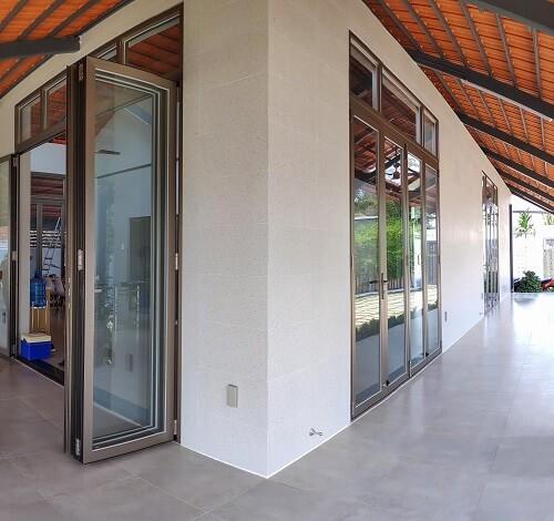 Cửa xếp lùa Hondalex cho nhà sân vườn tại Đồng Tháp
