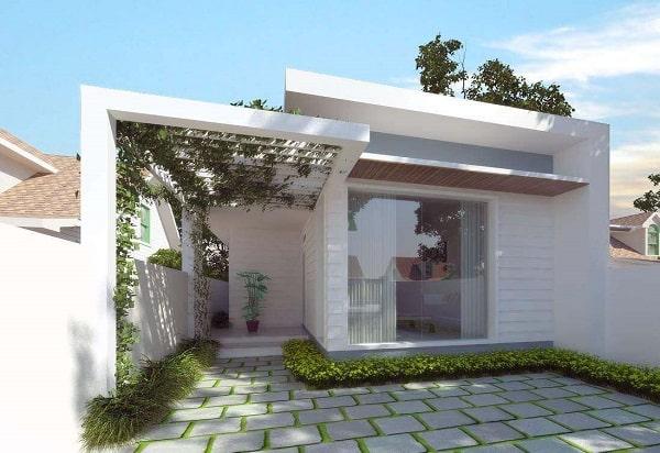 Nhà phố được xây dựng theo xu hướng đơn giản với mái bằng, sân vườn và kính